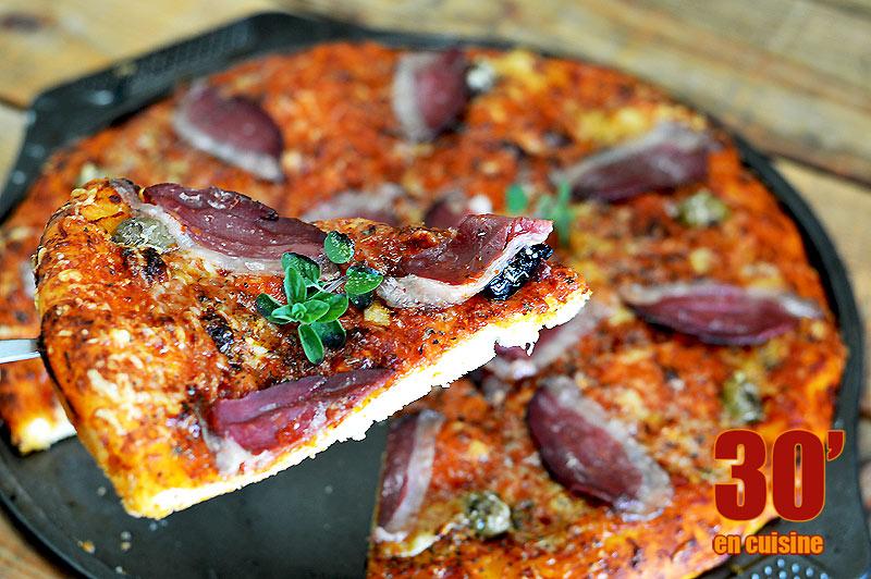 Pizza au magret de canard et à l'origan