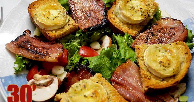 Salade au lard et chèvre chaud
